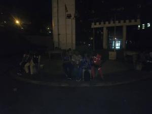 Des enseignants d'université en grève cette nuit devant le ministère de l'enseignement supérieur