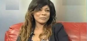 Elle qualifie le parti de Cabral Libii d'une Machine à Buzz