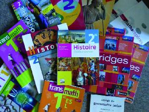 Les prix des manuels scolaires ont été  homologués par les ministères .