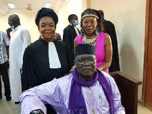 Amadou Vamoulké avec son avocat