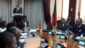 Des ministres lors d'une réunion avec Dion Ngute, le Premier ministre