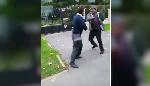 un Camerounais raciste se bagarre avec des arabes dans le bus (vidéo)