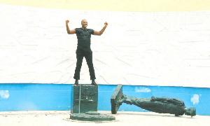 20 fois renversée, la statue du général Leclerc a la vie dure