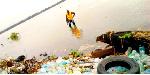 Douala : le commerce du poisson menacé par la pollution du fleuve Wouri