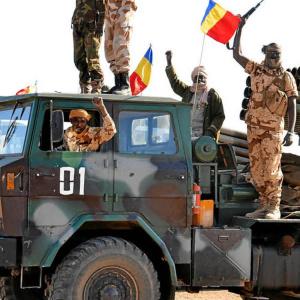 Le Cameroun pris entre deux feux