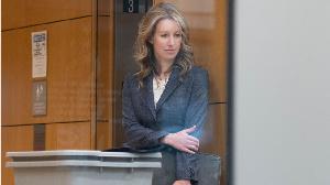 Comment la plus jeune femme milliardaire du monde s'est retrouvée accusée d'escroquerie et de fraude