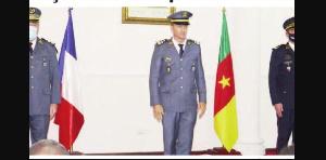Des officiers français décorés