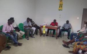 Echanges entre Djamen et des jeunes