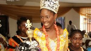 La reine Efik du Nigeria: Le parcours impressionnant de cette souveraine nigériane qui veut que les réunions royales se fassent en ligne