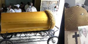 Nkotti François enterré dans un cercueil en forme de micro