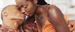 Couple Noir Embrasse