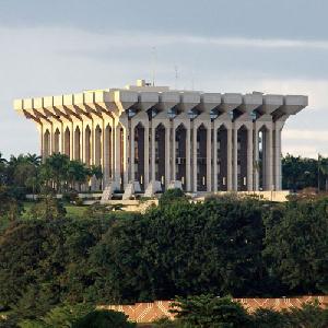 Des rumeurs annoncent Paul Biya malade en route pour la Suisse