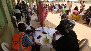 Un groupe d'humanitaires travaillant dans la zone