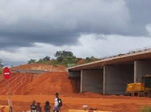 Du côté de Yaoundé, les terrassements sont lancés.