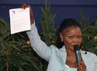 La motion de soutien a été remise par Pabe Mongo au ministre des Arts et de la Culture