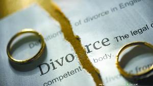 Selon elle, le mari veut la quitter parce qu'elle ne lui a pas donné d'enfant.