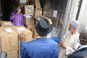 Visite d'un magasin par le Secrétaire d'Etat à la Santé Publique