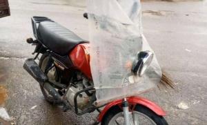 La moto offert à Billy Akele