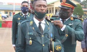 Remise des épaulettes aux officiers