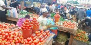 Les tomates revendues par Marie Ngassa proviennent de diverses localités des régions du pays