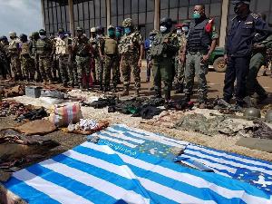 Des soldats du BIR après le démantèlement d'un réseau ambazonien