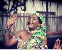 Tilla a sorti trois gros titres en mode reggae, histoire de confirmer qu'elle est polyvalente