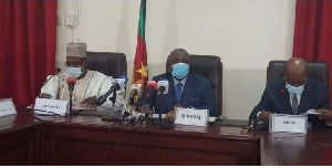 Le ministre Manaouda Malachie, son collèque de la communication et le DGSN