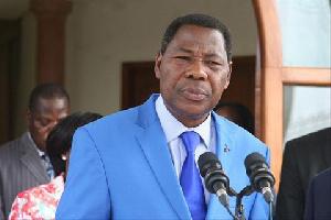 Il accuse le chef de l'Etat Patrice Talon de préparer un 'parti unique à sa solde'.