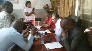 Alex Koko à Dang, Président du Synajic lors de la conférence de presse