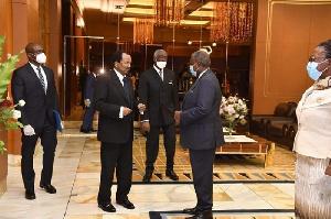 Paul Biya entouré de ses hommes de mains