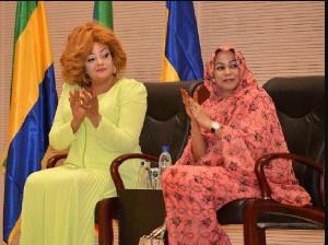 Hinda, en compagnie de la première dame camerounaise Chantal Biya