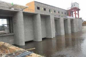 Le barrage hydroélectrique de Mékin