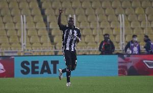Le Besiktas a remporté le derby d'Istanbul contre Fenerbahçe 4-3 ce dimanche