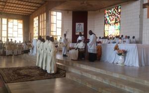 Garoua Eglise Catholique Enrichit Pretres