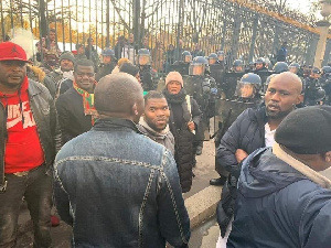 Paul Biya attaqué par la BAS à Paris
