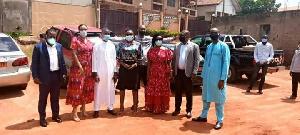 Les députés du PCRN posant avant les séances de distribution