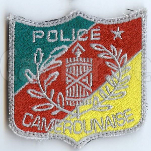 Une insigne de la police camerounaise(photo du commissaire Hervé presque inexistante)