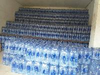 Les paquets d'eau Sano saisis