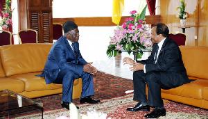 Paul Biya et Fru Ndi à Etoudi
