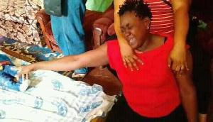 Le troisième enfant étant une fille a été conduite à l'hôpital où elle réagit aux soins médicaux