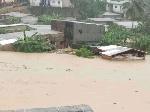 L'eau a carrément envahie l'avenue du lycée d'Akwa et les ruelles avoisinantes
