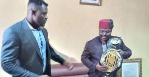 Francis Ngannou, le champion du monde poids lourds est au Cameroun