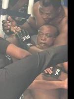 Après Francis N'Gannou l'humoriste Hoga 'challenge' à Choupo Moting