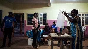 Dépouillements dans un bureau de vote