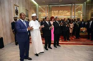 Paul Biya quittera ses convives dans une ambiance lourde