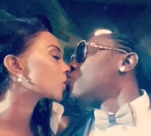 Le baiser du couple Dieu Cyclone et Lady Ponce