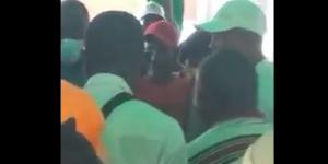 Mba Mba quelques minutes avant qu'il n'agresse le militant