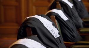 L'expert en droit, Me Zachée Pouga TINHAGA est titulaire de plusieurs distinctions universitaires