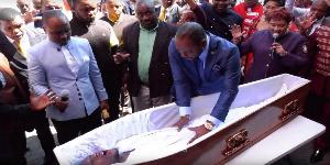 Un pasteur aurait resuscité un mort (illustration)