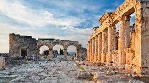 Hiérapolis a été fondée par les rois attalides de Pergame à la fin du IIe siècle avant J.-C